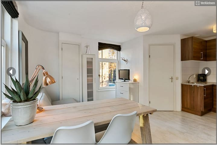 Centrally located studio Jordaan, fully equipped