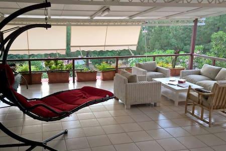 Casa con ampia terrazza panoramica - Geremeas