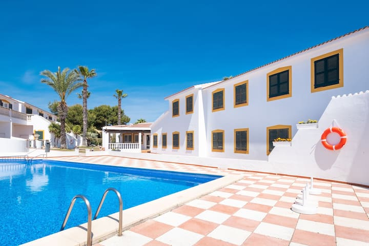 Fantastic Holiday Apartment with Pool, Wi-Fi, Air Conditioning and Terrace