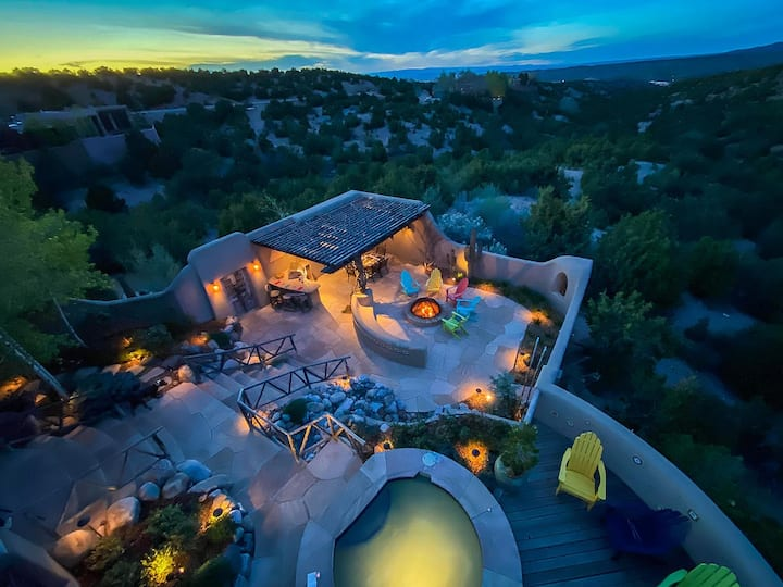 Perfect Luxurious Getaway--Stunning Santa Fe Home