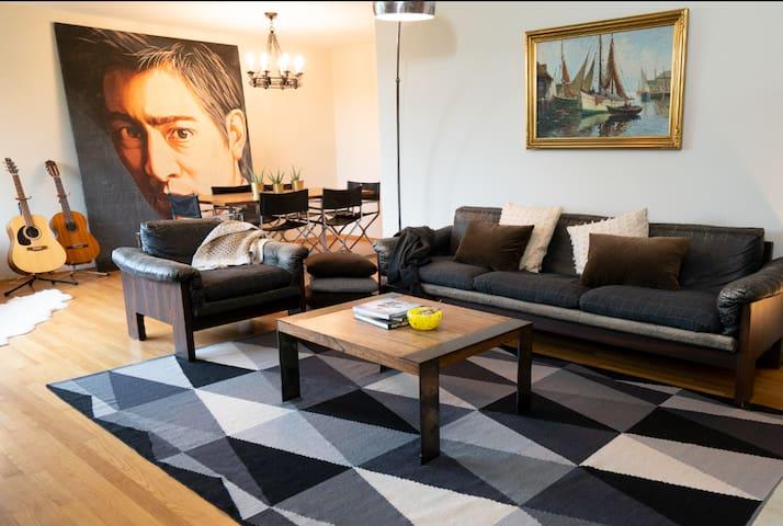 Green Suite Postmodern