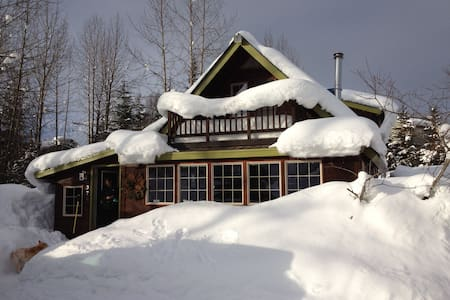 Cortina Cottage - perfect family home with hot tub - Anchorage