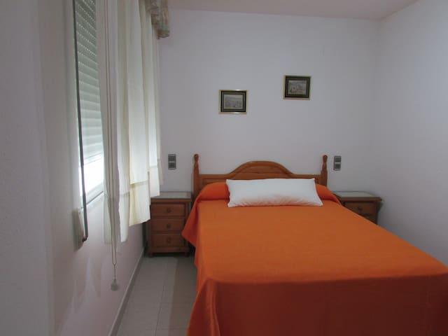 Habitación 1 con cama de matrimonio