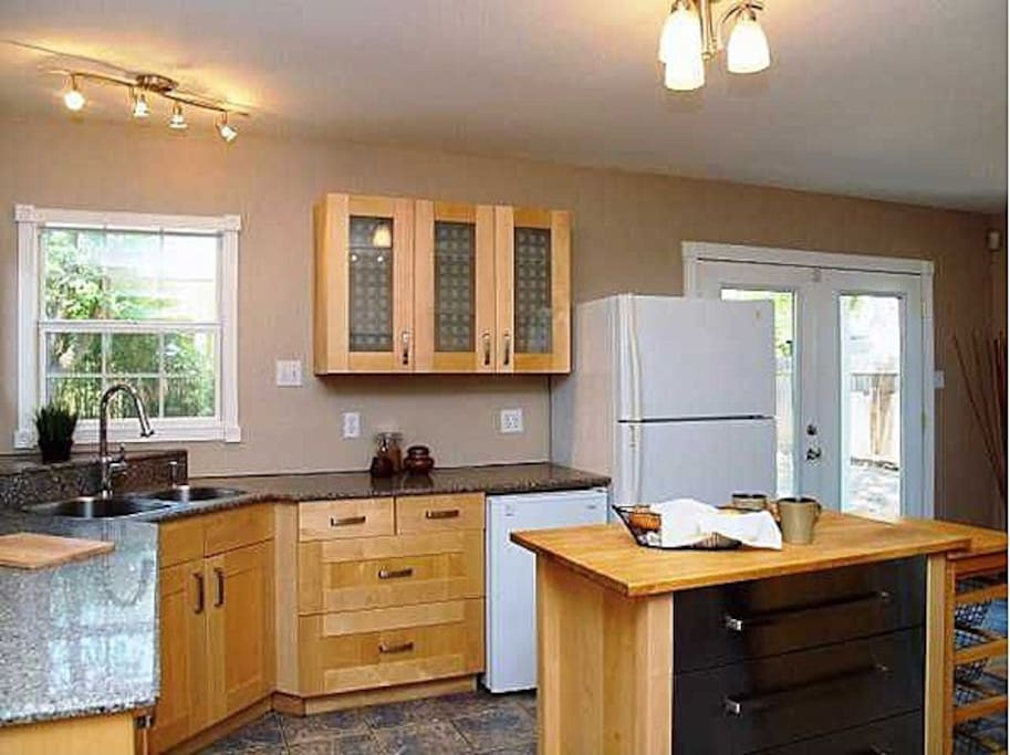 Kitchen (we just got a new fridge, which replaced the one in the picture)