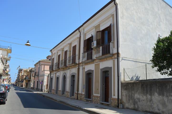"""Mansarda """"Giuppo"""" - Locri - Apartment"""