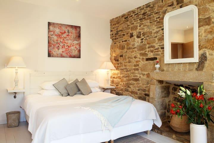 Chambre Aux Sabots Rouges- room TWO - Guémené-sur-Scorff - ที่พักพร้อมอาหารเช้า