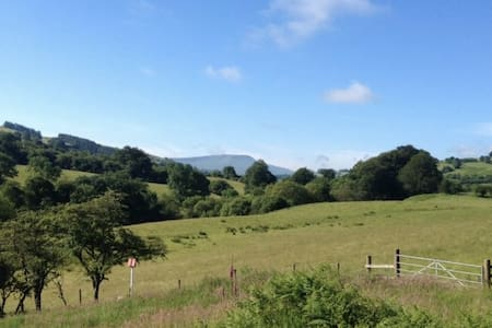 Rural Farmhouse in Brecon Beacons with great views - Trecastle - Hus