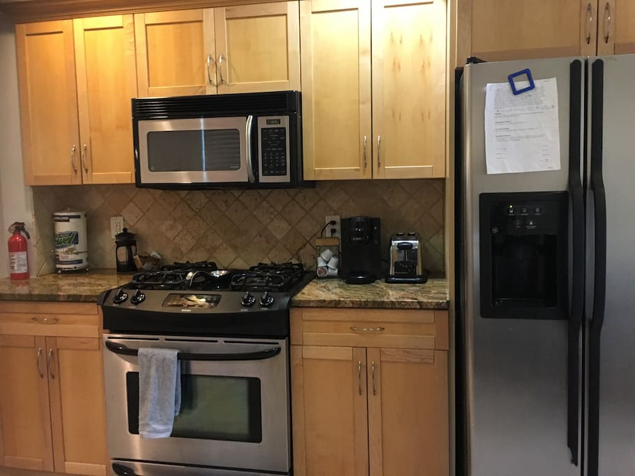 Full size appliances in the kitchen