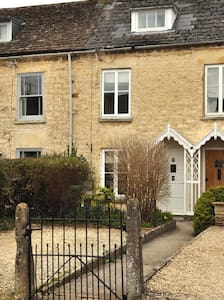 Charming 2 Bed Cotswold Cottage sleeps 4-6 people - Nailsworth - บ้าน