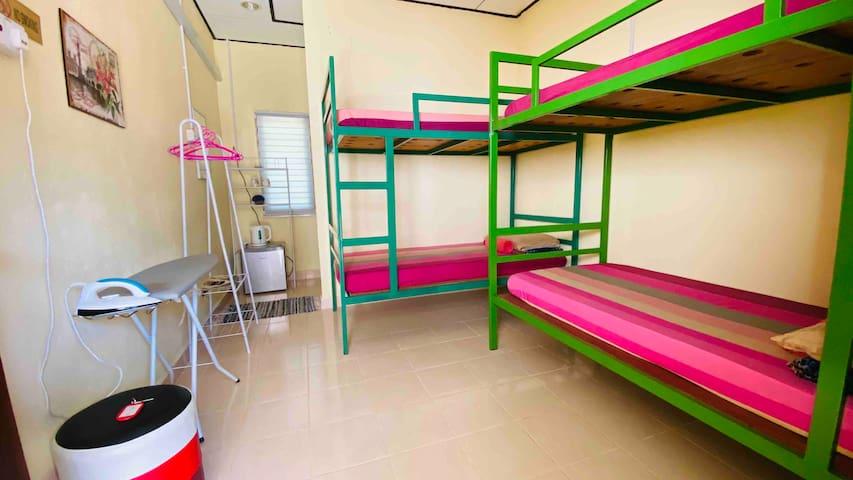 Quadruple room at Honeyzone Inn, Pantai Cenang