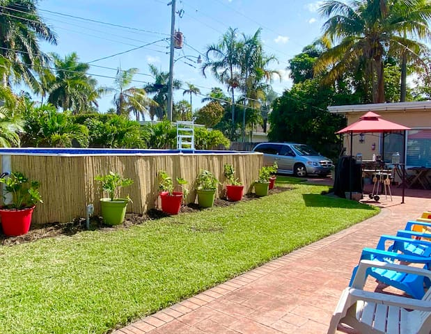 CUTE HOUSE-6 MIN WALK TO BEACH /POOL/BBQ/FISHING