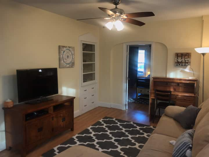 Cozy 1br Apartment near Downtown Westbrook!