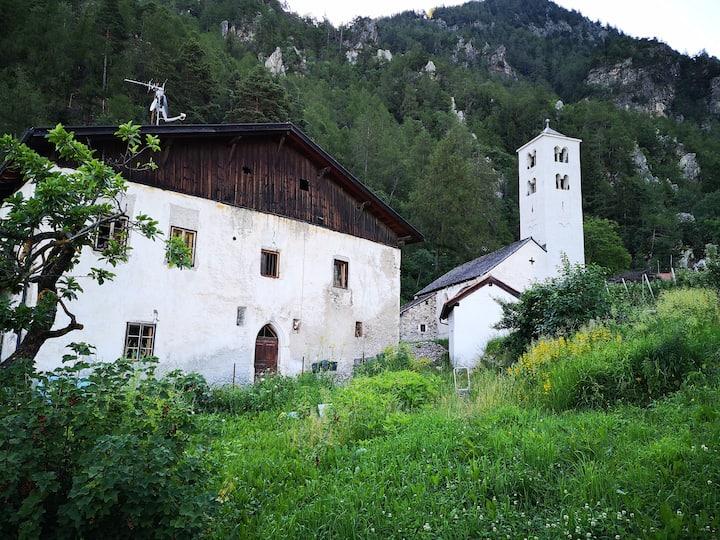 Zimmer(Denkmalschutz) mit Kirche: dein ST.Medardus