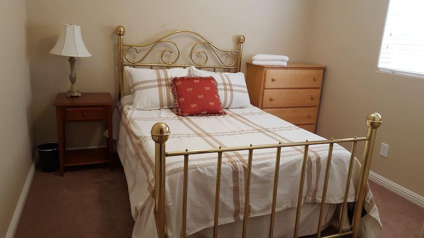 Santo's Suites, 1st Floor Rm 1A
