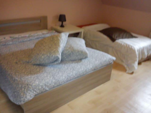 102 m²MAXI 8/9 PERSONNES, INTERNET ( 4 Chambres ) - Reims - Dom