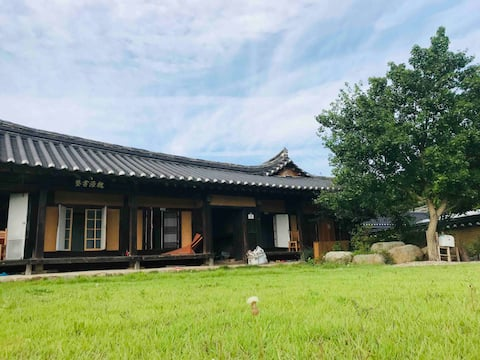 넓은 정원의 괴시마을 한옥고택 영감댁 (작은방) 2인