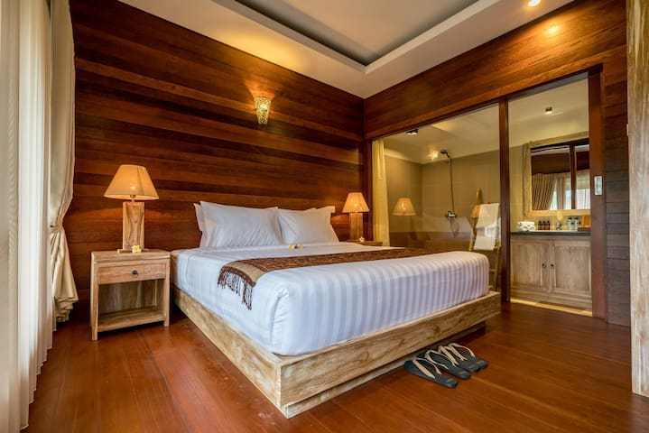 Joglo House Yana Villas Kemenuh - ซุกาวาติ - บ้านต้นไม้
