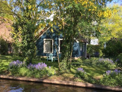 Zuiderhof Giethoorn Blue cottage