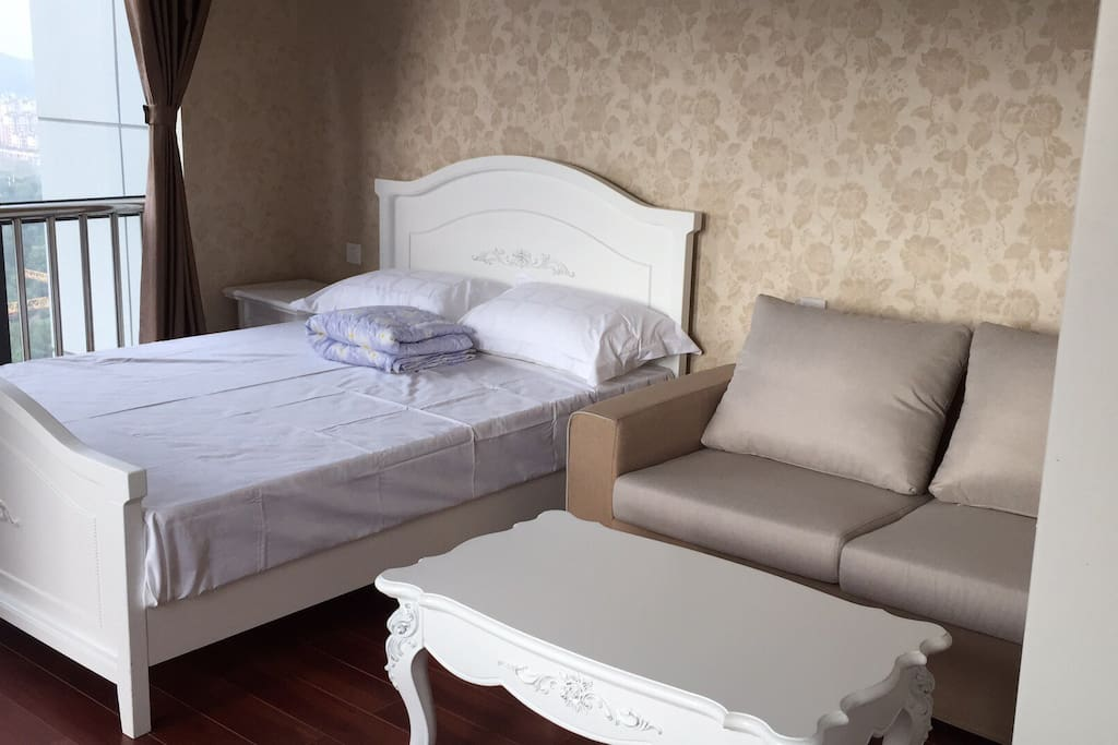Queen size bed and sofa 1.5米双人床,席梦思床垫