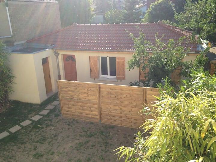 Maisonnette indépendante  avec terrasse privative