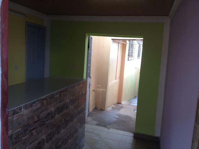 """GIGI GUESTHOUSE"", Yaoundé (OMNISPORTS) - ヤウンデ"