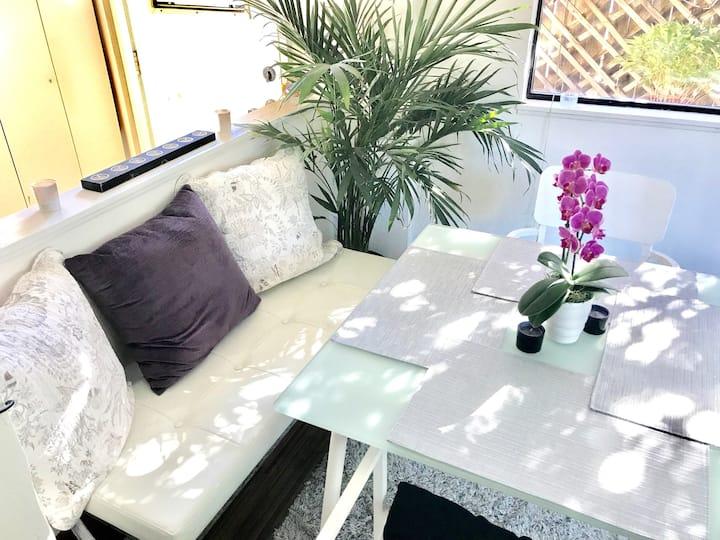 Serene acre studio—Ideal spot for trvl nurse stay!