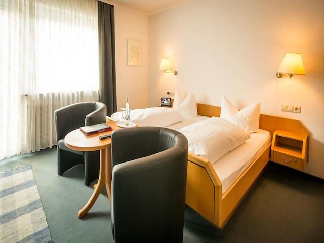 Hotel Landgasthof Ochsen, (Sinzheim), Doppelzimmer mit Dusche und WC