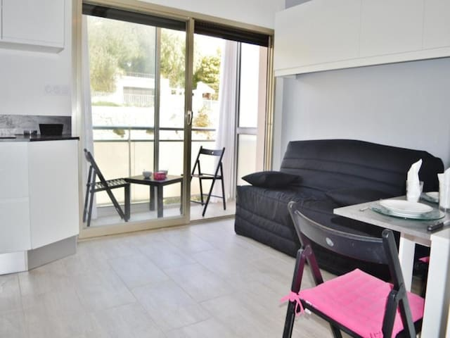 Appartement Studio coin nuit 3 couchages LE LAVANDOU