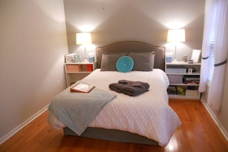 Comfortable, Cozy Private Room / Bath