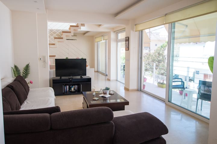 Comfortable, Luxury maisonette close to the beach