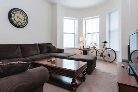 Cozy guest room near U of C