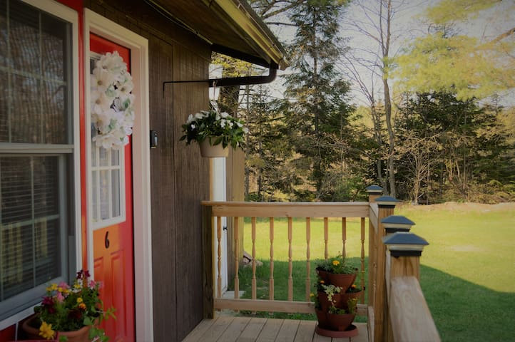 ADK Charm,Tiny House# 6 Affordable&Adorable