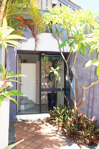 Tropical Townhouse great location - Innaloo - Stadswoning