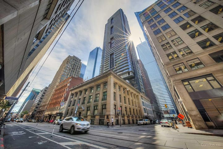 Bright, modern, and luxurious--heart of downtown! - Toronto - Apto. en complejo residencial