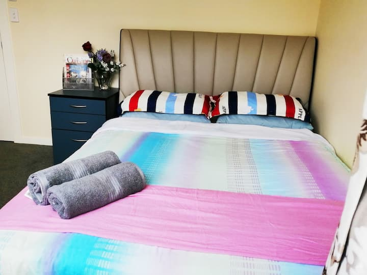 Private and Cosy Double Bedroom - Pukekohe