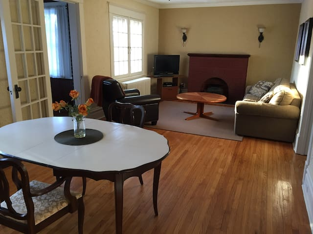 Apt. 34 @ The Stanyon, weekly & monthly discounts