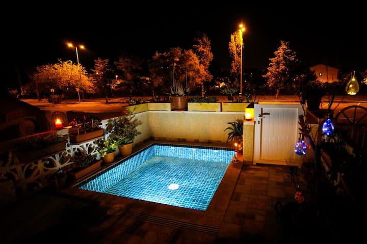 Spacious 2 BR w/ own pool 5 minutes walk to beach