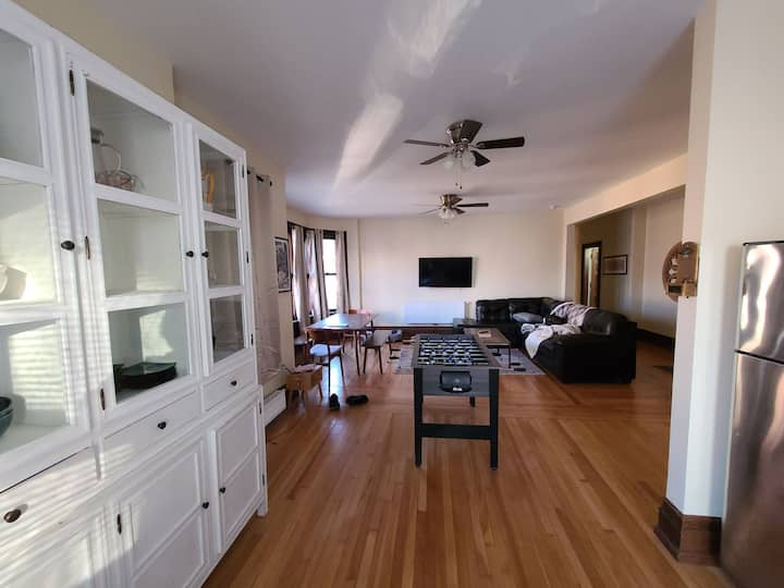 Second floor 3 bed apartment in downtown Troy.