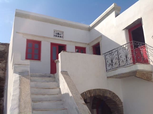 Restored traditional stone house with pebble yard - Tinos - House