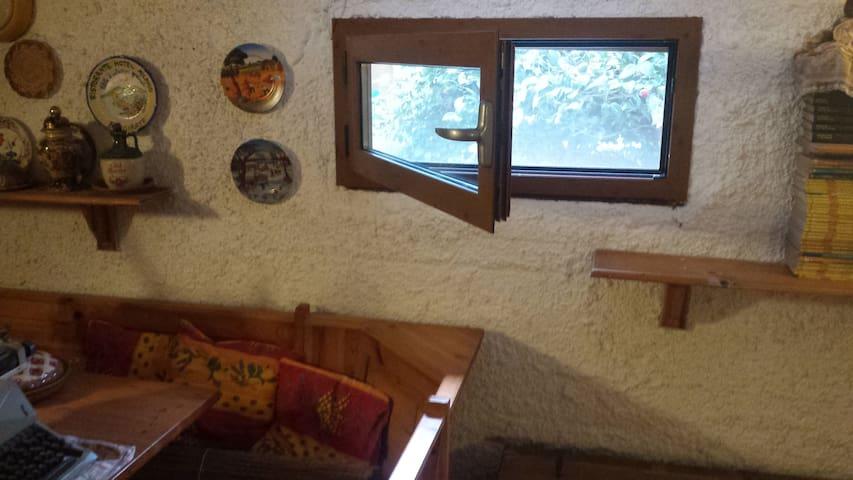 finestra su giardino