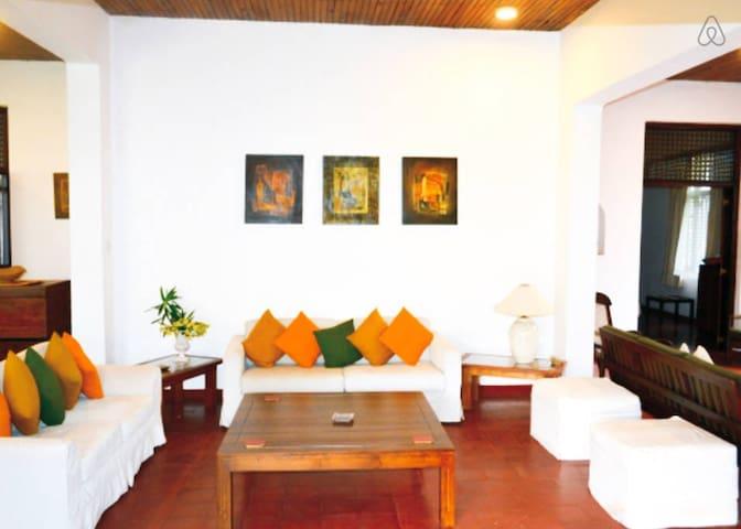 Urban Villa - Double Room - Sri Jayawardenepura Kotte - Bungalow