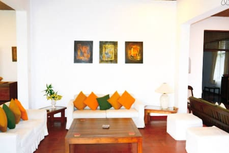 Urban Villa - Double Room - Sri Jayawardenepura Kotte - 방갈로