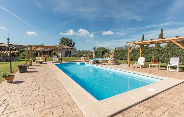 Holiday cottage with 1 bedroom on 74m² in Manziana -RM-