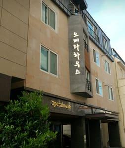 오페라게스트하우스B - Nam-gu - Casa de hóspedes