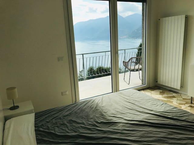 Schlafzimmer 1 mit Doppelbett - oben