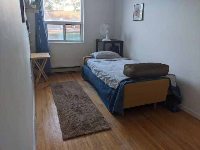 Lovely private room on Danforth greektown