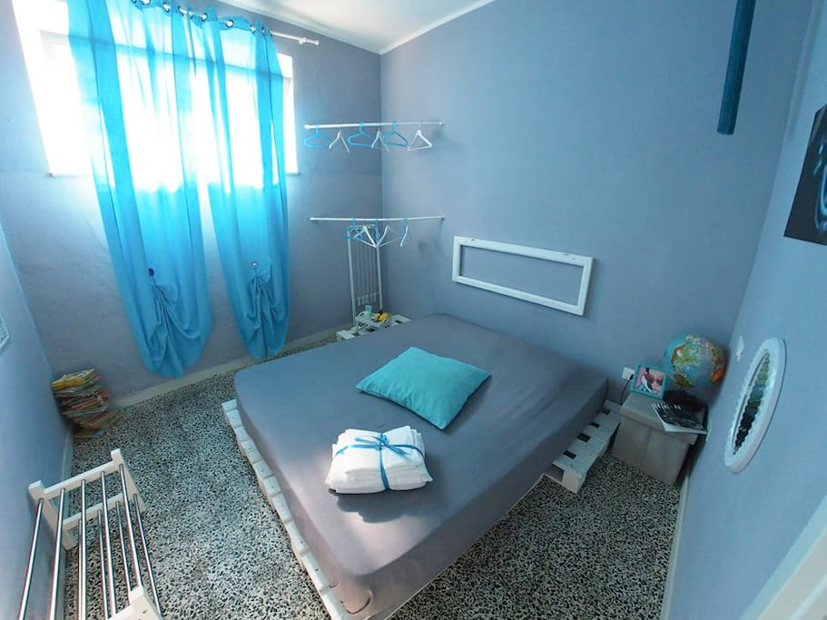 THE BLUE ROOM OF CIAO BELLA is a double bedroom for single use, colorfull, creative design and forniture