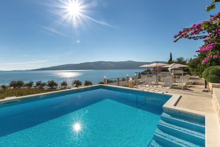 Apartment Rose - 30 m from the beach: A5(2+1) Seget Vranjica, Riviera Trogir