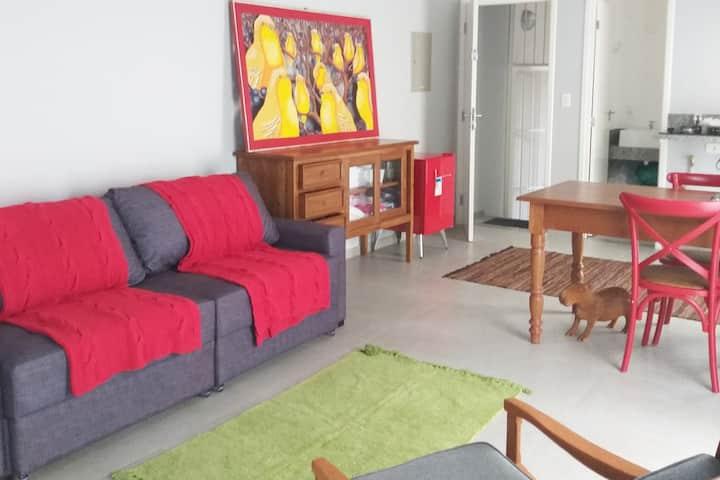 Estúdio Canario, loft bem decorado e prático.