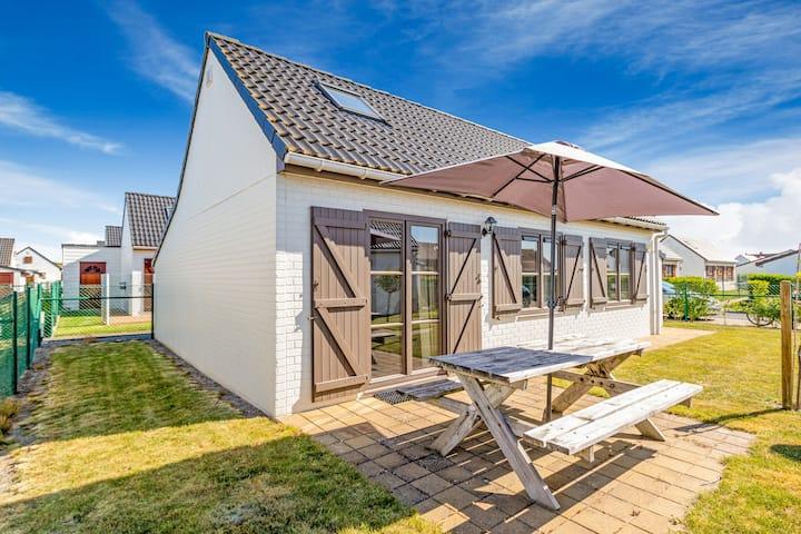 Bella casa per le vacanze a De Haan vicino a Sea Beach
